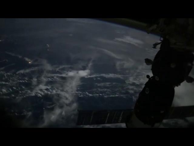 Российский астронавт выложил в Сеть поразительное видео полета МКС над Землей