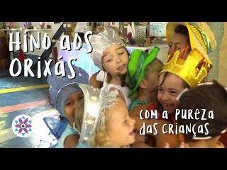 Hino aos Orixás com a pureza das crianças pela liberdade religiosa