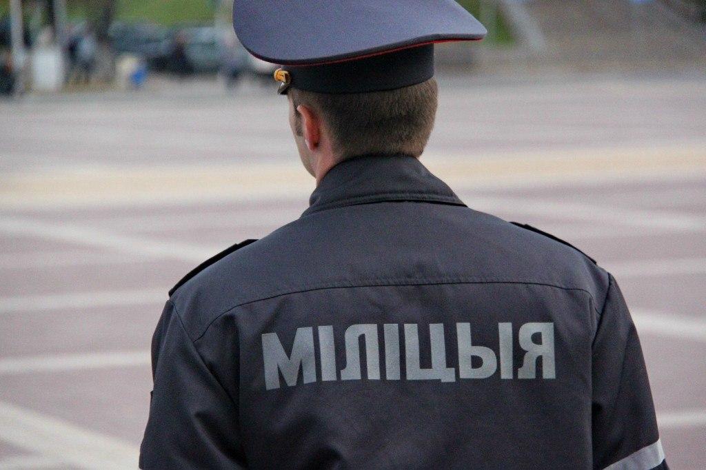 Под Воложином пьяный пассажир «Мазды» ударил в лицо сотрудника ГАИ.