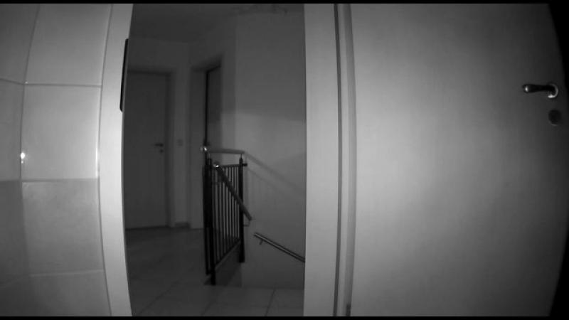 Необъяснимо но факт. Летающая хрень на камере ночного наблюдения в доме.