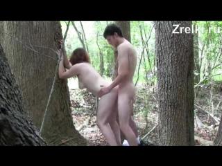 Деревенскую зрелую сисястую проститутку жестко трахает в лесу молодой Teen porno anal анал секс