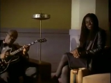 You want more from B.B. King. Here is a great duet with Tracy Chapman with the titel The Thrill Is Gone.