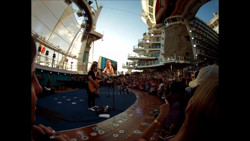 Taylor Swift - Fifteen (Live on The Allure of The Seas 2011)
