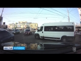 В Воронеже на видео попало, как 5 маршруток «боролись» с конкурентами перед светофором