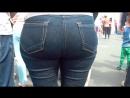 Old milf with big butt in jeans 2 (Большая спелая задница зрелой мамки крупным планом)