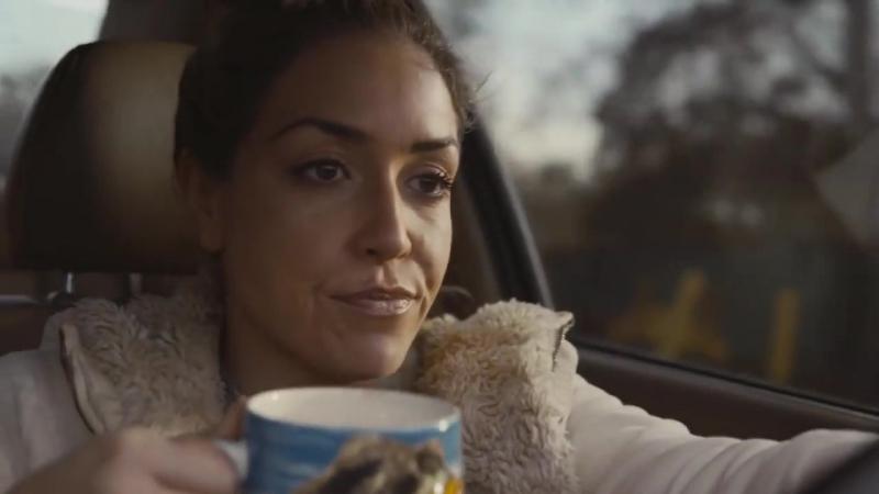Парень снял отличную рекламу бу автомобиля своей девушки, чтобы помочь ей его продать и заработать на свадьбу