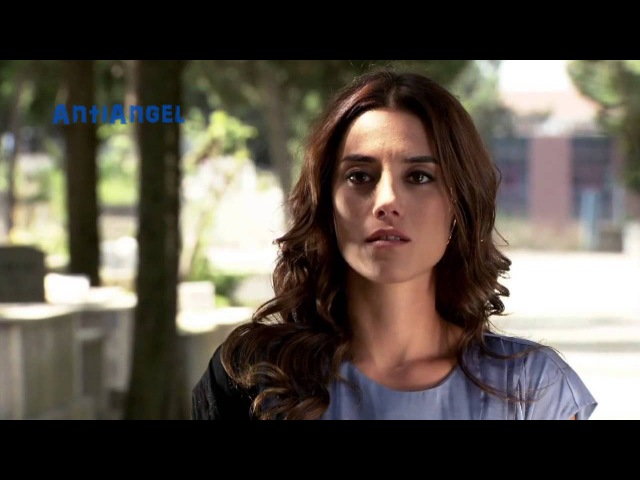Cansu Dere The Blue Jeans
