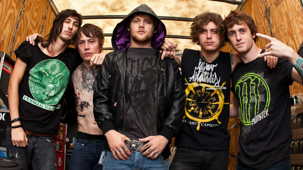 музыканты группы asking alexandria в футболках