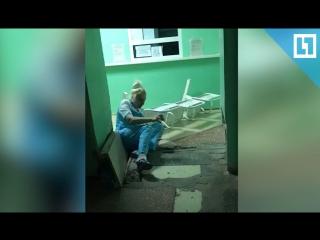 Медсестра валится с ног в омском травмпункте
