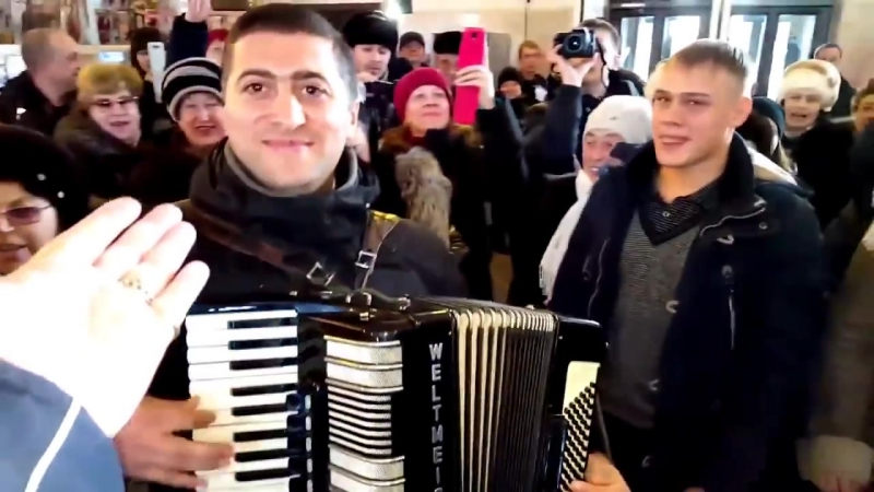 FLASHMOB_ Citizens from the Russian Far East city Blagoveschensk singing Ukrainian song