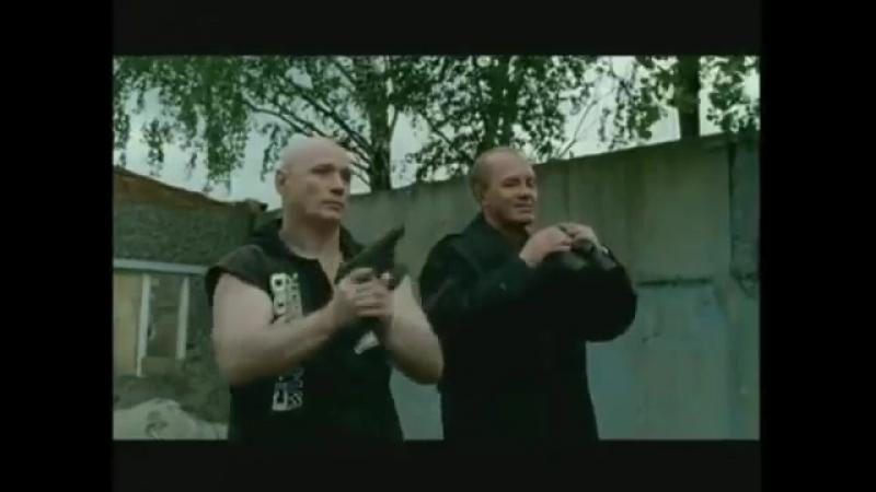 Киллер из Бригады показывает стрельбу из Гюрзы и Стечкина 360 X 480 смотреть онлайн без регистрации