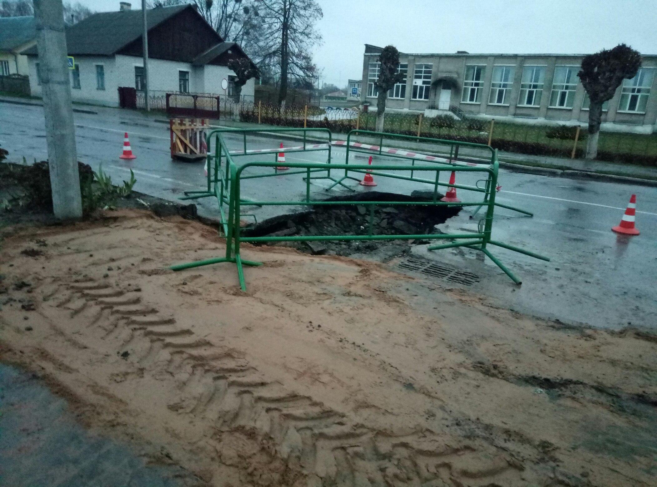 Вчера в Пинске, сегодня в Иваново... Обвал грунта, на этот раз на проезжей части