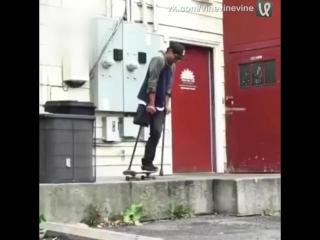 На скейте с одной ногой