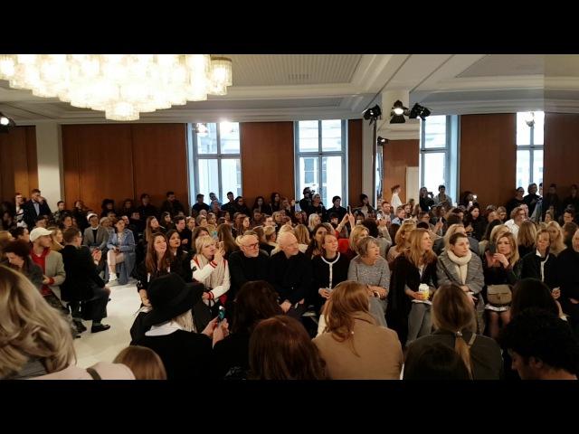 Schwefelgelb live beim Berliner Modesalon 2017 für Julia Seemann 1