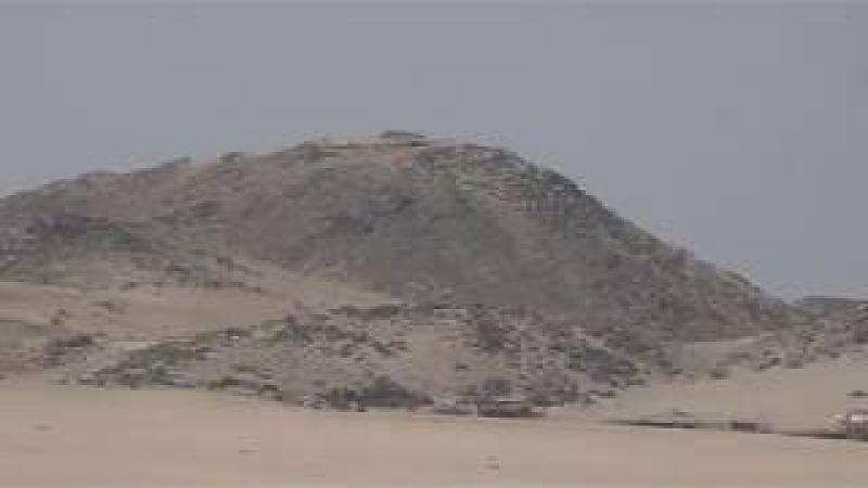 Gurung Pasir Unta Gunung Batu terlihat dalam perjalanan Mekkah ke Jeddah