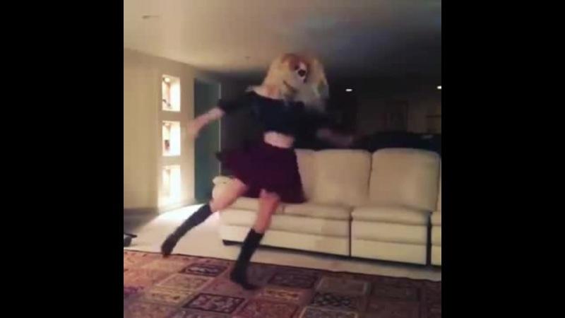 Skeleton Freaky Girl Shuffle