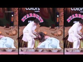 Bollywood Actress Aishwarya becomes EMOTIONAL On Jia Bachchan's Shoulder