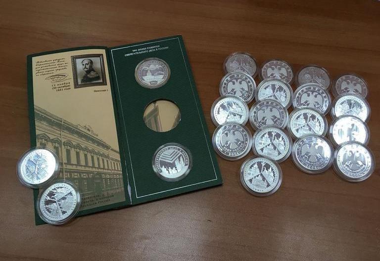 Приставы арестовали коллекционные монеты томича