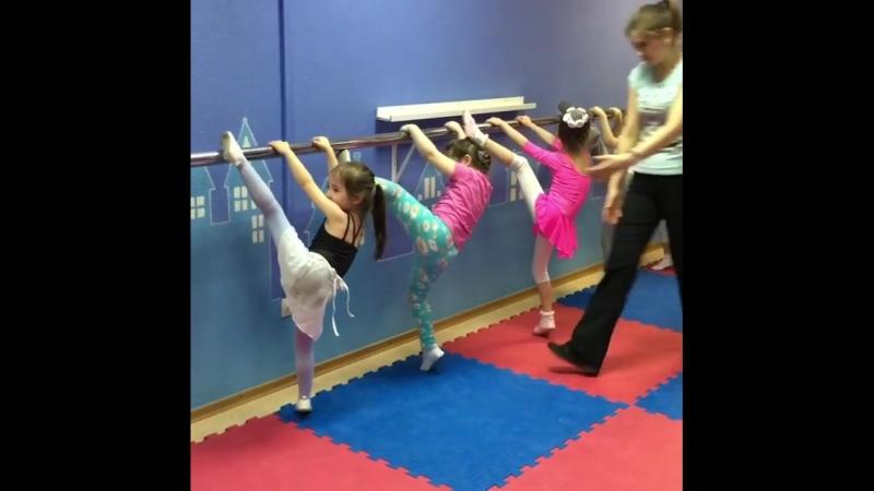 Вчера прошли открытые уроки современной хореографии с любимой Айгуль Зиганшиной👯♀️😍 . Вы только посмотрите на наших деток,как