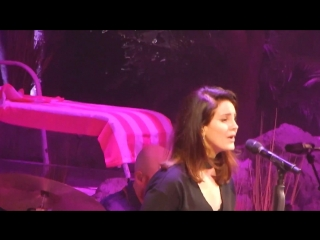 Lana Del Rey – Off To The Races (Live @ «LA To The Moon Tour»: «Toyota Center»)