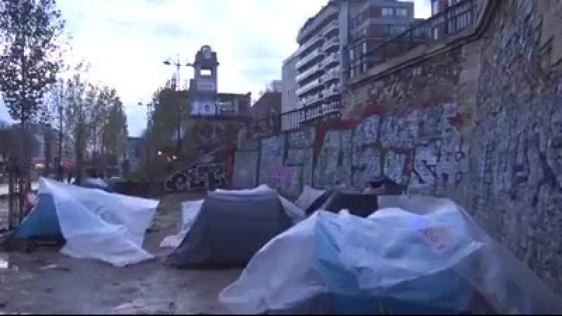 Paris-unul-din-cele-mai-frumoase-orase-ale-europei-distrus-de-falsii-refugiati-care-sunt-de-fapt-hoarde-salbatice-de-invadatorii