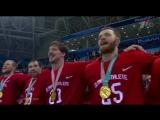 Сборная России по хоккею поет гимн страны