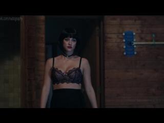 Камила Мендес (Camila Mendes), Лили Рейнхарт (Lili Reinhart) - Ривердэйл (Riverdale, 2017) - Сезон 1 / Серия 3 (s01e03) 1080p