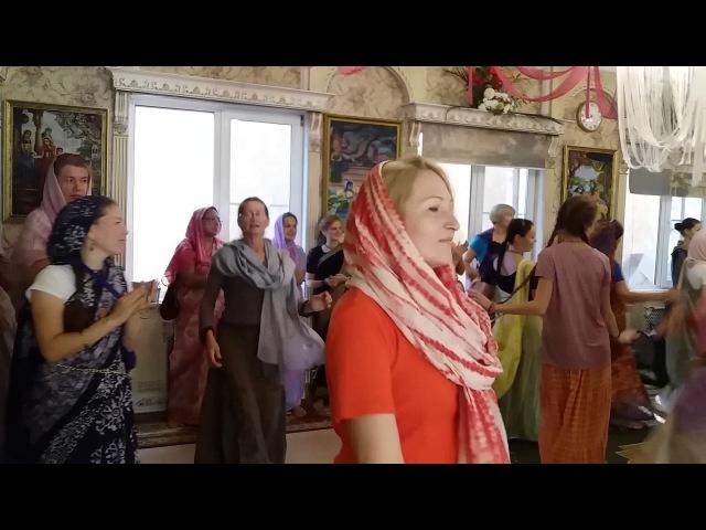 Утренняя служба в омском храме в день Радхаштами 29.08.2017
