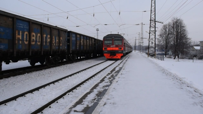 Электропоезд ЭД9М-0039. Отправление от Укладочного.