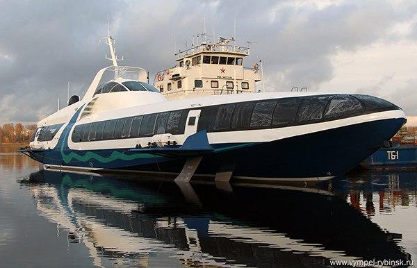 1-ый высокоскоростной катер для морских перевозок встает надостройку вЮжной бухте
