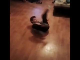 #freestyle #bboying ? #bboykid #toprock #breakdance