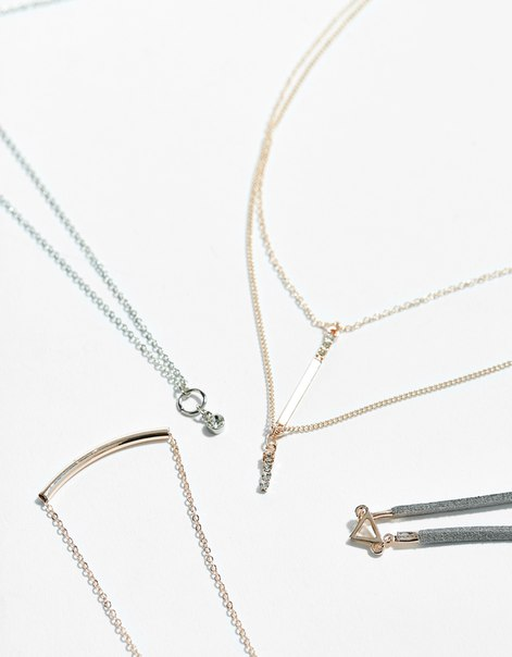 Ожерелье из цепочек с подвесками-амулетами