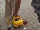 Дрифт на игрушечной машинке (6 sec)
