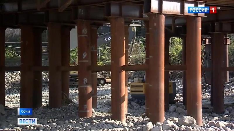 В Сочи строители железнодорожного моста готовятся встретить под ним первый поезд