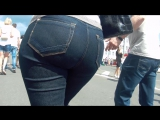 Old milf with big butt in jeans (Зрелая мамка с большой жопой в тугих джинсах соблазнила парня на съемку)