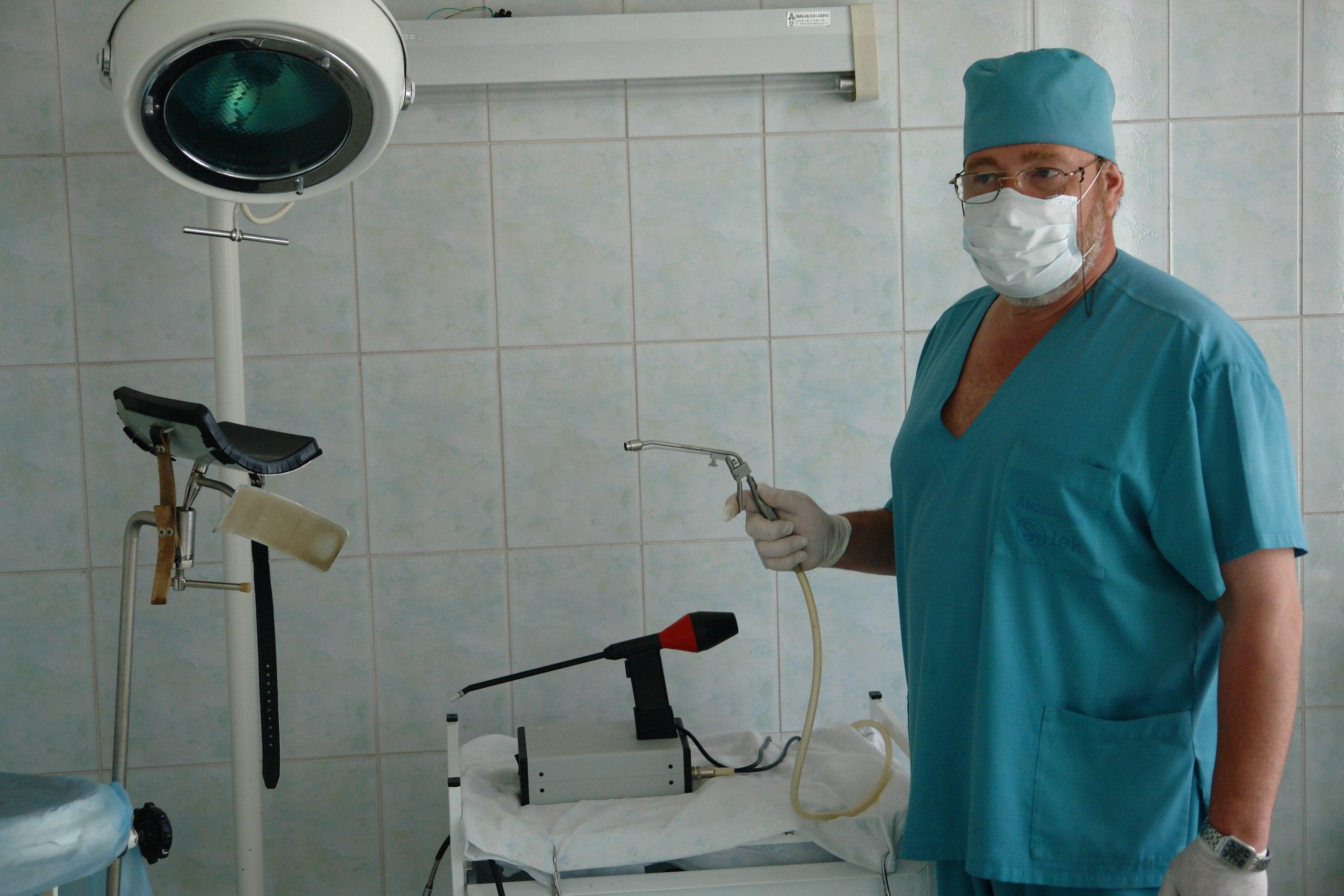 Проктолог или ректальный хирург