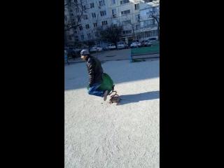 Привёл ребёнка на детскую площадку!