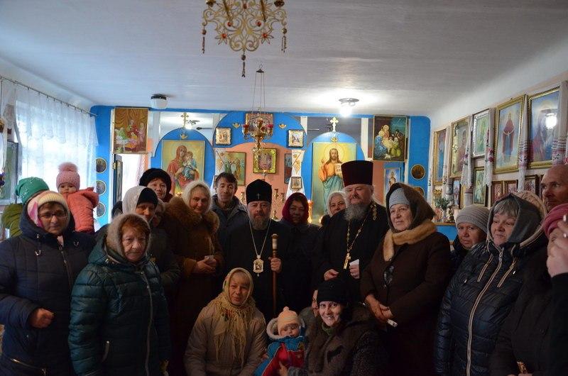 Митрополит Митрофан раздал новогодние подарки детям в прифронтовом селе Смелое