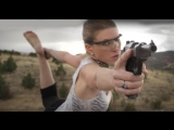 Йога с пистолетом наголо!