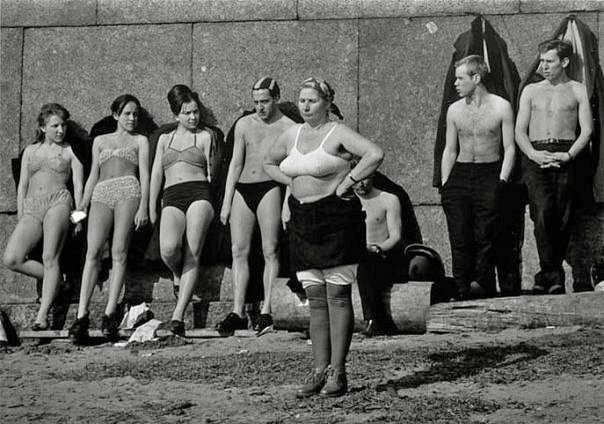 Солярий у стен Петропавловской крепости, Ленинград, СССР, 1964 год.