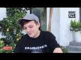 Louis shows his fav 'finger gesture' &amp hints about new merch Jan 20, 2018