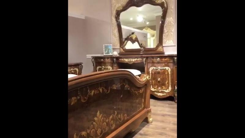 Новинка от мебельной фабрики Эра спальный гарнитур Энрике корень глянец