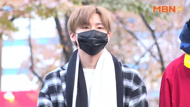 [RAW|VK][24.11.2017] MONSTA X at arrive KBS Music Bank @MBN