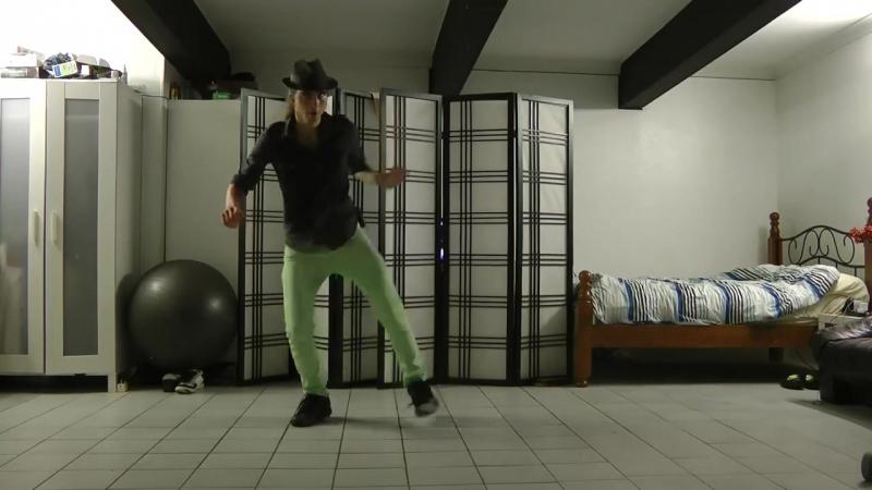 Талантливый парень невероятно круто танцует