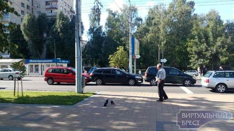 """ДТП в """"пямом эфире"""": МОПРа, пешеходный переход"""