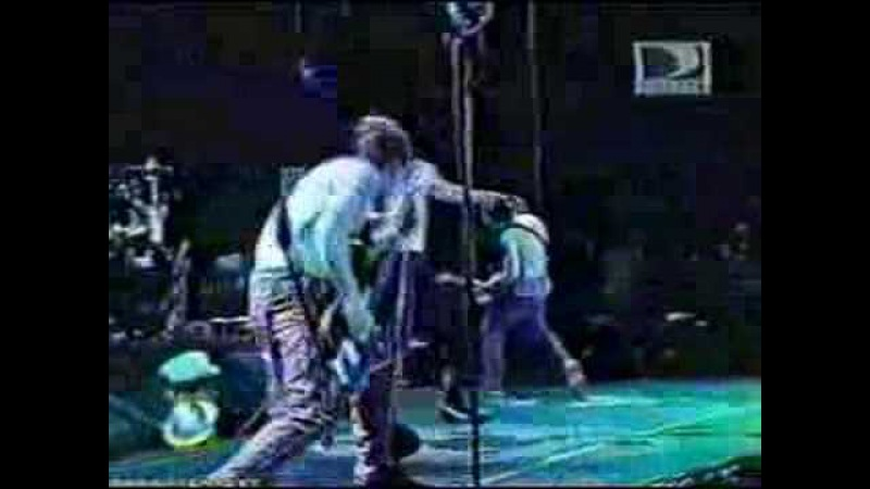 Red Hot Chili Peppers - Give It Away - Rock in Rio 2001