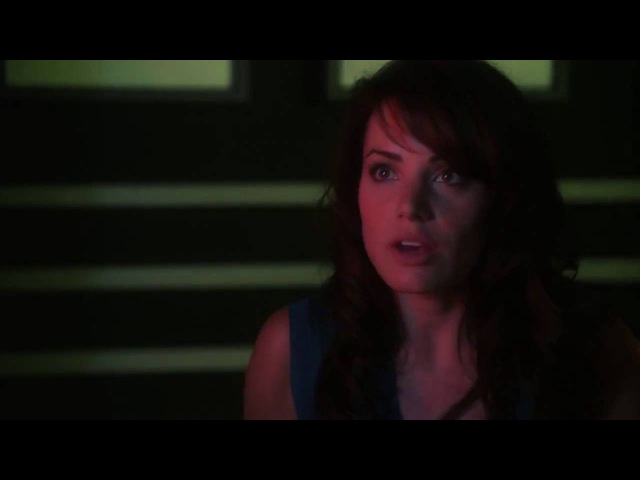 Smallville 9x03 - Rabid - Clark tends to an injured Lois