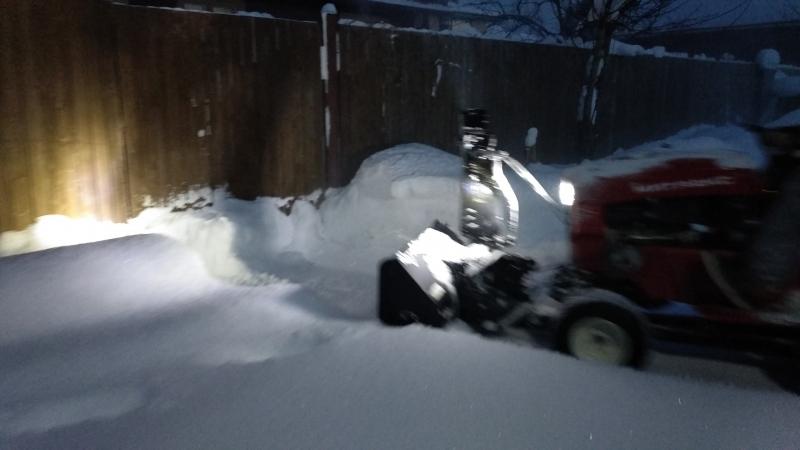Испытание садового трактора Митракс Т10 со снегоуборщиком. Высота снега до 45 мм.