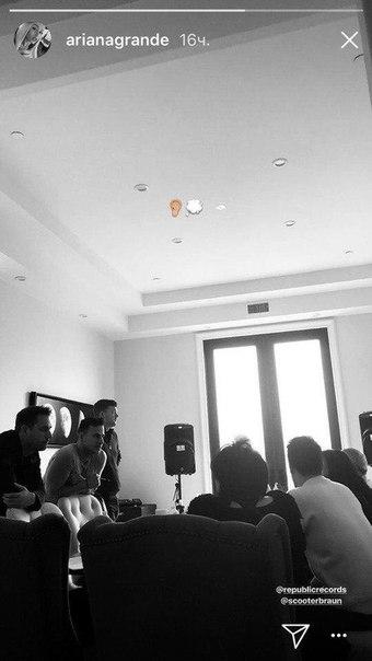 Команда Арианы Гранде пришли в восторг от нового альбома девушки