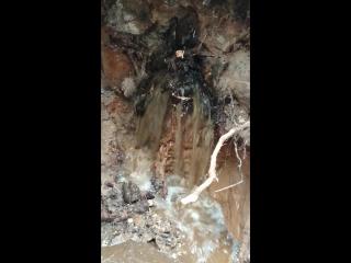 мини водопад на работе, авария на ливневой канализации